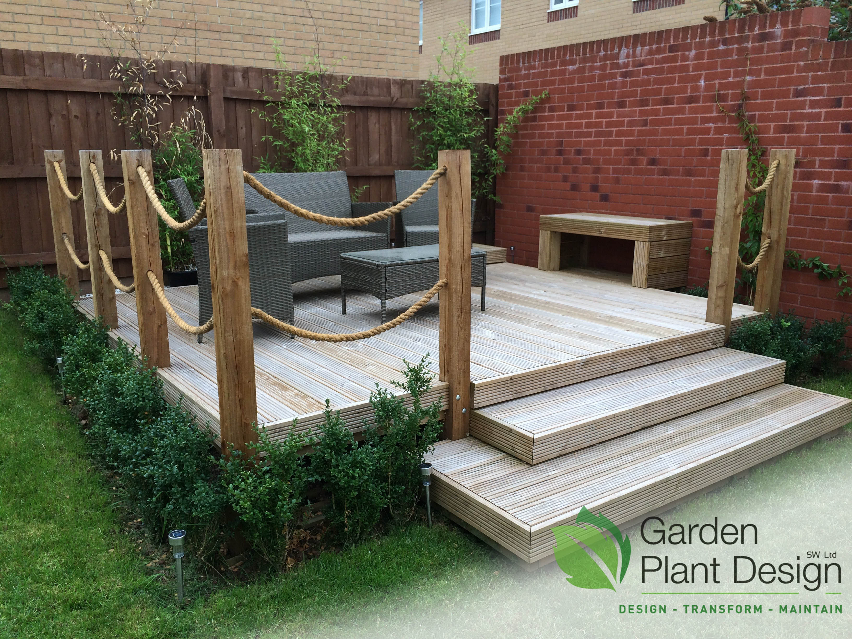 Decking fencing garden plant design for Garden decking fencing