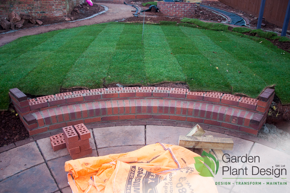 Curved set from patio to lawn