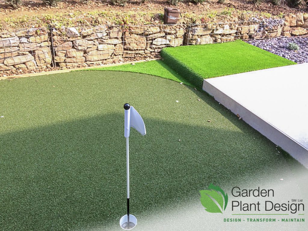 Picture of a finished artificial grass putting green and chipping area