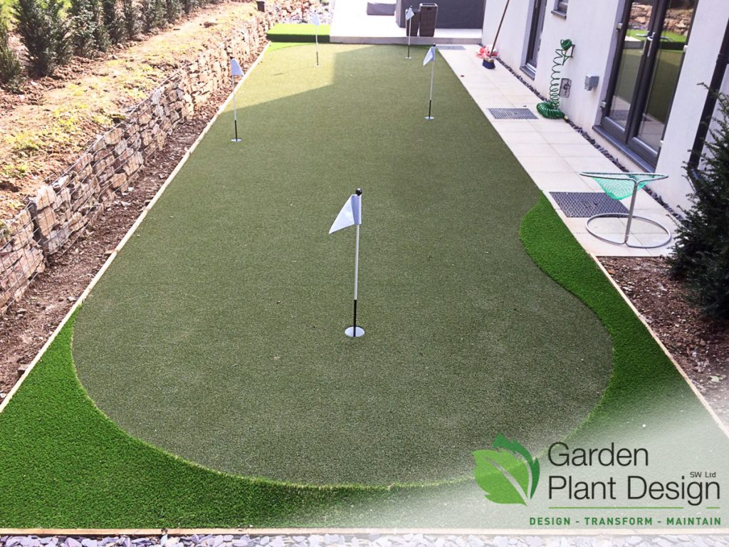Picture of a finished artificial grass putting green